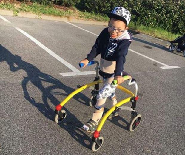Chłopiec poruszał się dzięki sprzętowi, który znajdował się w skradzionym samochodzie.