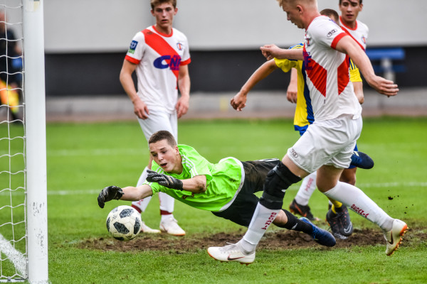 Piłkarze pierwszej drużyny Gedanii na początku września mierzyli się z rezerwami Arki (na zdjęciu kadr z tego meczu). W niedzielę drugi zespół gdańszczan podejmie Polonię w V-ligowych derbach.