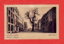 Pocztówka z Gdyni z francuską i angielską nazwą ulicy Portowej.