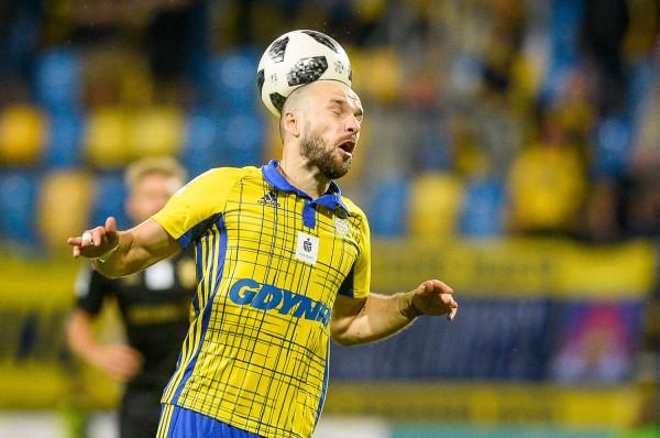 """Andrij Bogdanow w Gliwicach otrzymał dwie żółte kartki, a Arka Gdynia od 40. minuty musiała grać w """"10""""."""
