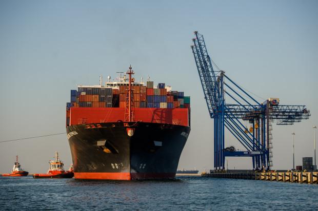 Aktualnie DCT Gdańsk dysponuje głębokowodną linią nabrzeżową o długości 1,3 km, posiada 11 suwnic nabrzeżowych STS i rocznie obsługuje ponad 460 statków, w tym 100 największych na świecie kontenerowych statków oceanicznych.
