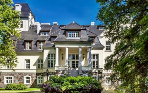 Ciekocinko - odrestaurowany pałac, a w nim pięciogwiazdkowy hotel i wykwintna restauracja.