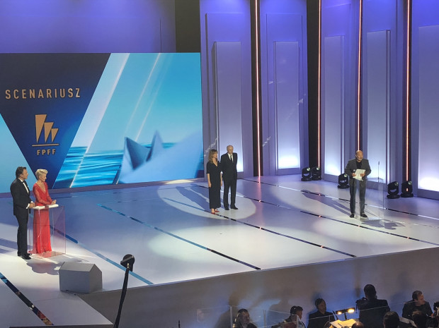 Jan Jakub Kolski odbiera nagrodę za scenariusz.