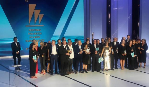 Pamiątkowe zdjęcie wszystkich laureatów 43. FPFF w Gdyni.