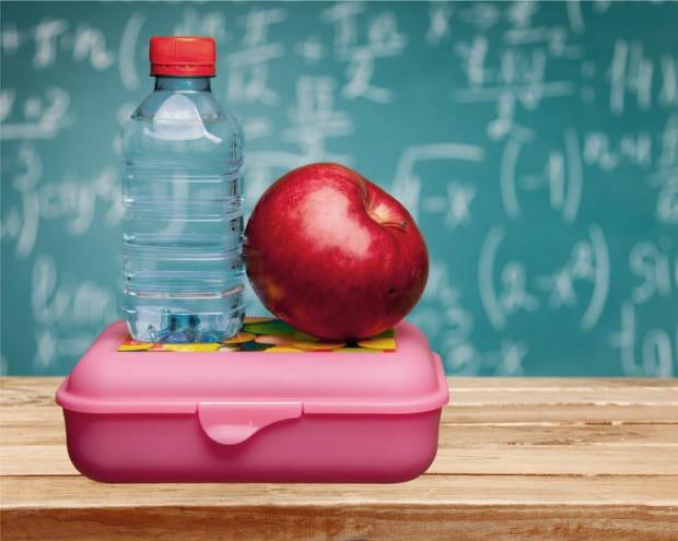 Najlepszym napojem będzie woda. Warto też pamiętać o owocach.