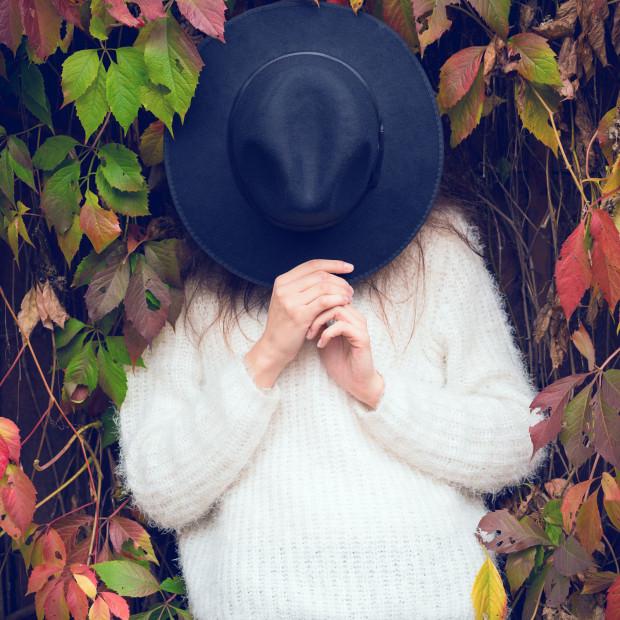 Żegnamy lato, a wraz z nim słomkowe kapelusze, które najwyższy czas zastąpić... właśnie, czym?