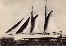 Jacht Notre Dame d'Ethel był dowodzony przez polskiego kapitana, kmdra ppor. Władysława Kosianowskiego.