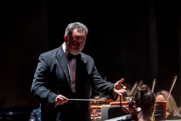 Jednym z najważniejszych bohaterów Gali Operowej był jej dyrygent muzyczny maestro José Maria Florêncio, który przypomniał kilka prowadzonych przez siebie spektakli Opery Bałtyckiej i zapowiedział kolejne.