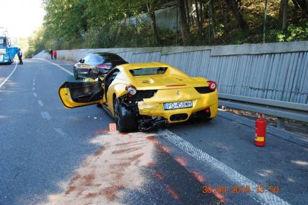 Polscy kierowcy luksusowych aut urządzili sobie na słowackiej drodze mały wyścig, który zakończył się wielką tragedią.