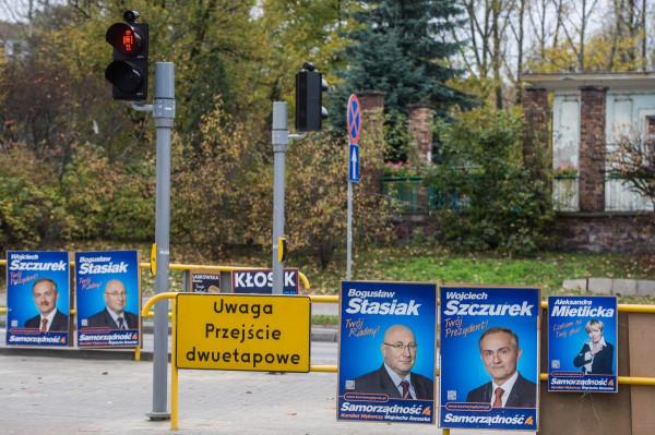 Gdynia właściwie zakazała wieszania ogłoszeń wyborczych przy drogach. Dzięki temu mieszkańcy unikają oglądania kandydatów uśmiechających się z plakatów.