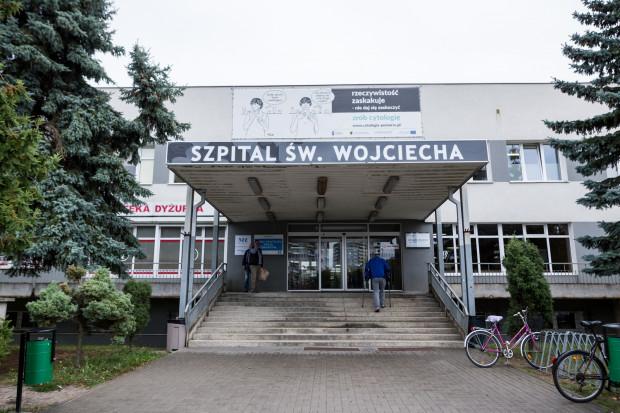 Spółka Copernicus prowadzi ponad 40 poradni przy Szpitalu im. Mikołaja Kopernika i Szpitalu św. Wojciecha (na zdj.). Najdłużej trwa oczekiwanie na wizytę  w poradni endokrynologicznej, urologicznej, neurologicznej i jedynej w Trójmieście Poradni leczenia bólu.