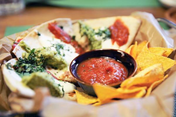 Tym razem odwiedziłam resturację El Regreso w Sopocie. Na zdjęciu: quesadillas z chorizo.