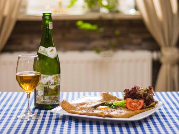 Naleśnik gryczany i kieliszek cydru - pomysł na lunch w gdańskim bistro A la française.