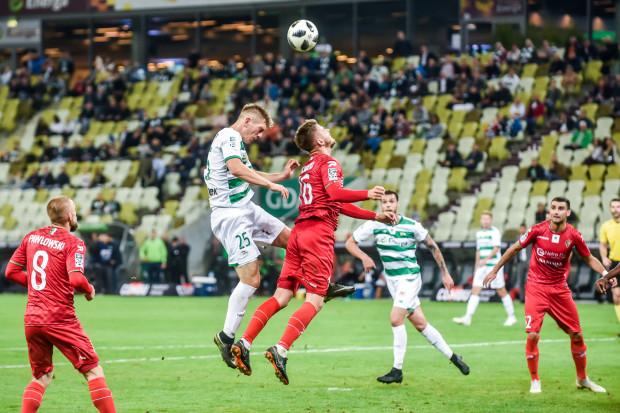 Michał Nalepa (nr 25) już po raz drugi w tym sezonie będzie miał przymusową pauzę w ekstraklasie. W 10 meczach zobaczył 8 żółtych kartek.