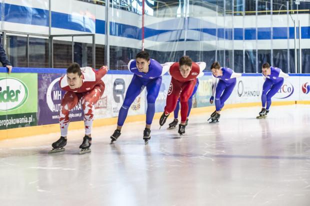 Drużyna łyżwiarzy szybkich GKS Stoczniowca Gdańsk zmierza po medale sezonu 2018/2019.