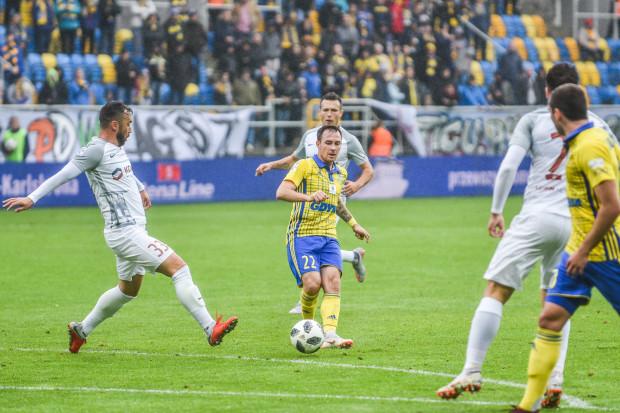Michał Janota brał udział w połowie sytuacje bramkowych, które stworzyła Arka Gdynia w tym sezonie ekstraklasy. W środę zawodnik przedłużył umowę z klubem o kolejny rok.