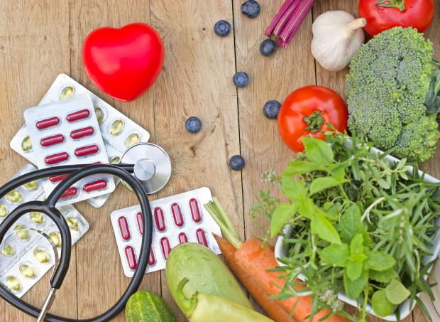 Nim sięgniemy po suplementy warto zbilansować dietę.