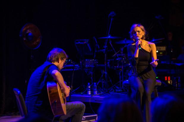 Oczarować tysiąc osób subtelnym śpiewem przy akompaniamencie gitary jest wielką sztuką. Joanna Kondrat nie tylko nie miała z tym problemu, ale jeszcze zachęciła słuchaczy do wspólnego śpiewania.