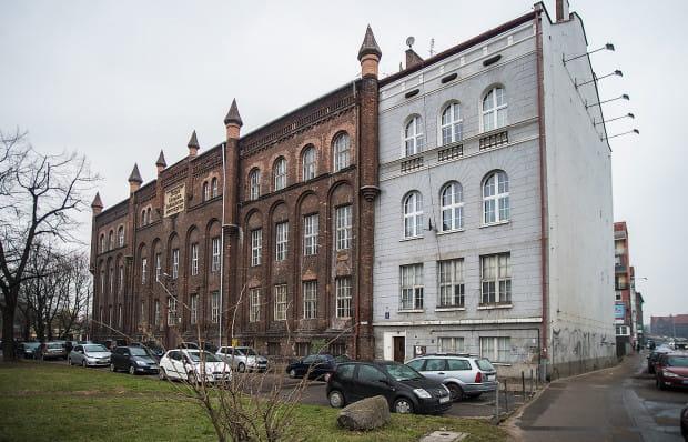 Budynek został po wojnie przebudowany i stał się ostatnim w pierzei ul. Lastadia.