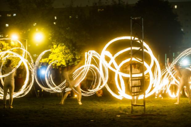 Obrazy ogniem malowane od kilku lat można oglądać przed Plamą na Zaspie. Wstęp wolny.