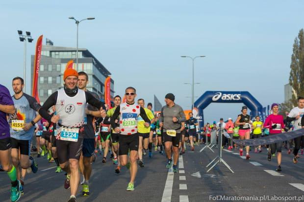 """Główny bieg gdańskiej imprezy odbędzie się na dystansie półmaratonu, ale towarzyszyć mu będą: bieg na 5 km, nocna """"dycha"""" i starty dla najmłodszych na krótszych trasach."""