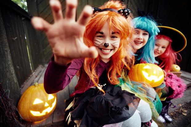 Większość dzieci spędza Halloween w szkole lub przedszkolu, bo impreza ta weszła na stałe do kalendarzy placówek oświatowych. Wtedy także skorzystać z bogatej oferty przygotowanej przez inne trójmiejskie instytucje.