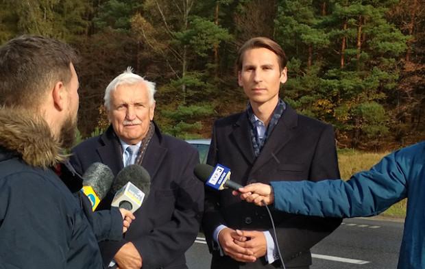 Od lewej: Andrzej Sotkowski (kandydat na wiceprezydenta ds. polityki przestrzennej) oraz Kacper Płażyński podczas czwartkowej konferencji.