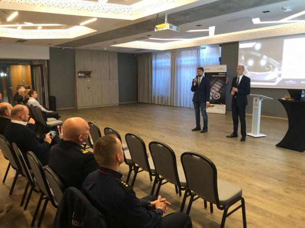 Spotkanie ekspertów PKP PLK z gdańskimi instruktorami nauki jazdy.