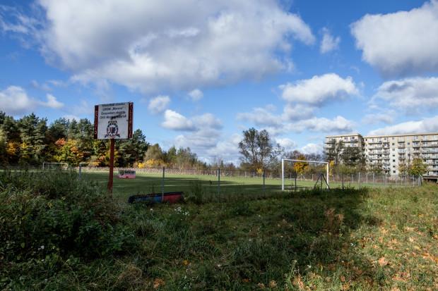 Działka przy ul. Magellana, na której znajduje się boisko piłkarskie, jest jedną z propozycji zamiany z deweloperem. Mieszkańcy jednak odrzucają ten pomysł.