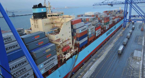 Kontenerowiec Maersk Taikung o pojemności 8,4 tys. TEU w terminalu DCT.