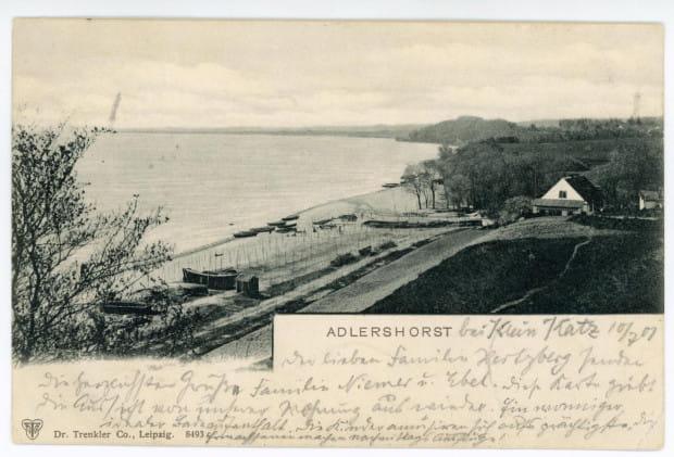 Widok na przystań rybacką, plażę i ujście rzeki Kaczej od strony klifu. Wyd. Dr Trenkler, ok. 1901 r.