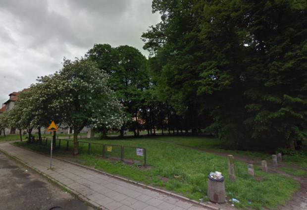 Do tragedii doszło w parku przy ul. Gościnnej w Gdańsku. Mężczyzna postrzelił dwie osoby, a następnie strzelił do siebie. Zmarł dwa dni później w szpitalu.