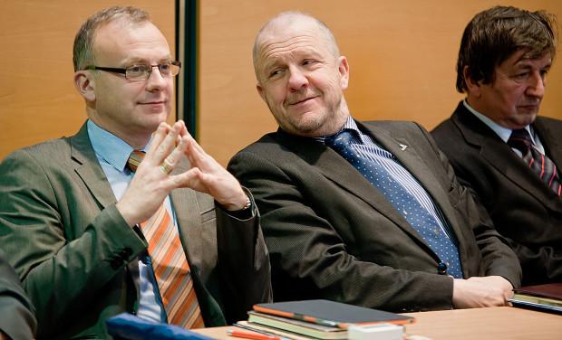 Michał Guć (po lewej) zdobył ponad 6 tys. głosów. Cztery lata temu też był najlepszy w Gdyni - miał 4,2 tys. głosów. Marek Stępa (w środku) też nie miał kłopotów z dostaniem się do Rady Miasta, ale myśli już o emeryturze. Prof. Krzysztof Szałucki (po prawej) jak zwykle zadumany nad bezpieczeństwem gdyńskiego budżetu.
