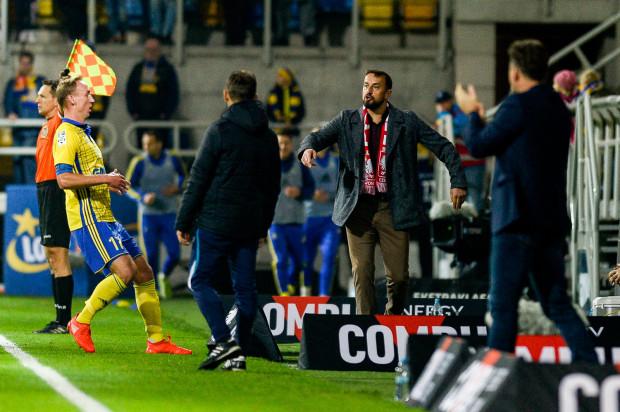 Bijący brawo Kosta Runjaić oraz zdenerwowanie i zdziwienie na twarzach Zbigniewa Smółki i Adama Marciniaka oddają także nastroje, które były po meczu w Arce Gdynia i Pogoni Szczecin.