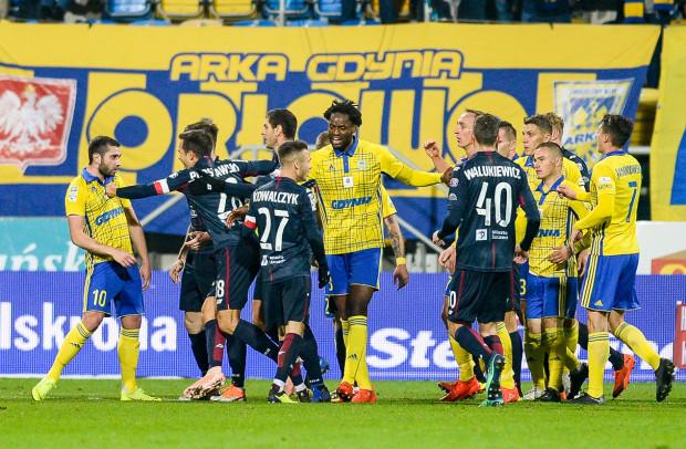 Luka Zarandia (nr 10) przyznaje, że już dawno go tak nie poniosło jak w końcówce pierwszej połowy w meczu z Pogonią Szczecin.