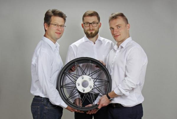 Za pomysłem stworzenia ultralekkiej felgi stoi firma Fibratech - dr inż. Claus Bayrethuer, Michał Smentoch i dr inż. Michał Sobolewski.