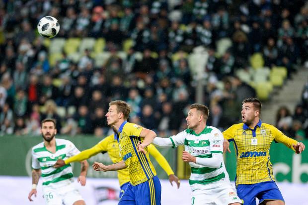 W 1/8 finału Pucharu Polski Arka miała grać w Niecieczy, ale ostatecznie tam pojedzie Lechia. Natomiast w Gdyni stawi się Jagiellonia, ale ten mecz będą mogli obejrzeć tylko posiadacze karnetów.