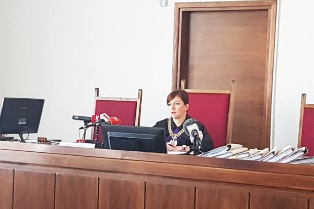 Sędzia Anna Miszewska podczas odczytywania wyroku.