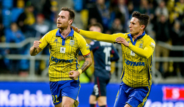 Michał Janota (z lewej) i Maciej Janowski w tym sezonie w ekstraklasie są najlepszymi snajperami Arki Gdynia. Po meczu w Legnicy mają na koncie po 6 goli.