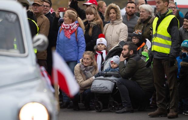 Gdańska parada zawsze ma charakter rodzinny. Jest tu tak bezpiecznie, że rodzice nie wahają się zabierać ze sobą na marsz najmłodszych.