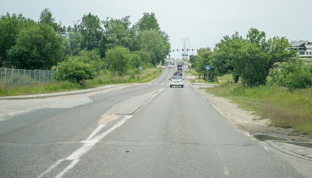 Ulica po rozbudowie będzie miała trzy pasy: dwa w stronę ronda turbinowego i jeden do torów PKM.