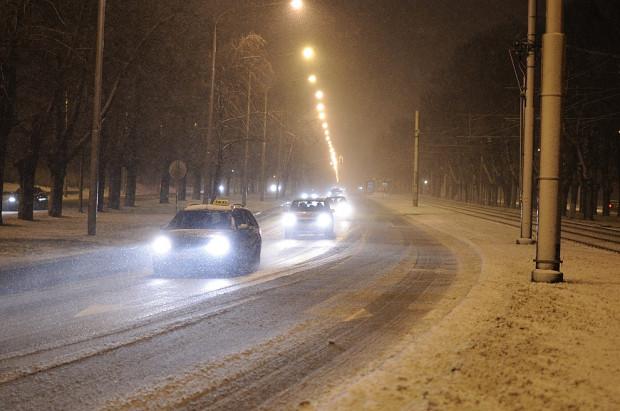 Większość kierowców zmienia ogumienie na zimę.