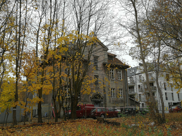 Zdjęcie współczesne jednego z budynków dawnego zakładu opiekuńczo-wychowawczego, 2018 r.
