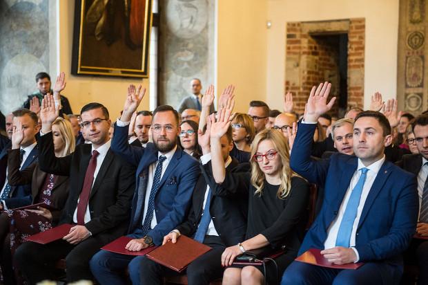 Pierwsza sesja w rady miasta odbyła się w sali Wety Ratusza Głównego Miasta.