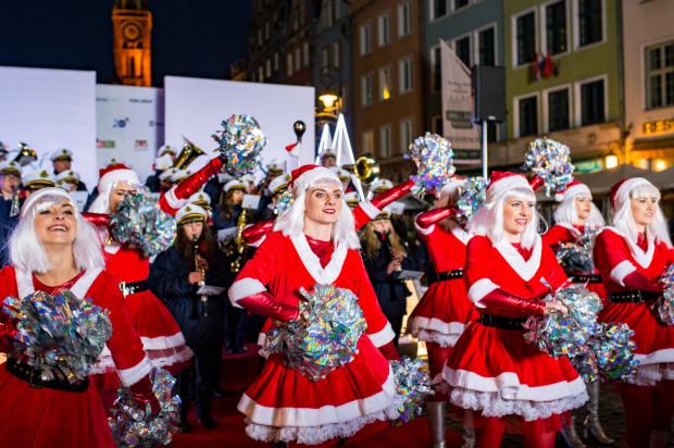 """Film """"Miłość jest wszystkim"""" był kręcony w Gdańsku na przełomie 2017 i 2018 r. Premiera odbędzie się w piątek 23 listopada, a koncert mikołajkowy o tym samym tytule - 9 grudnia na Ołowiance."""