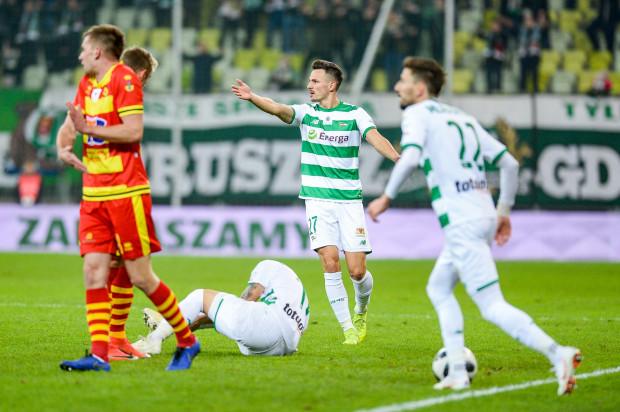 Lukas Haraslin na murawie. To był częsty widok w niedzielnym meczu. Z 18 fauli Jagiellonii aż 7 było na Słowaku.