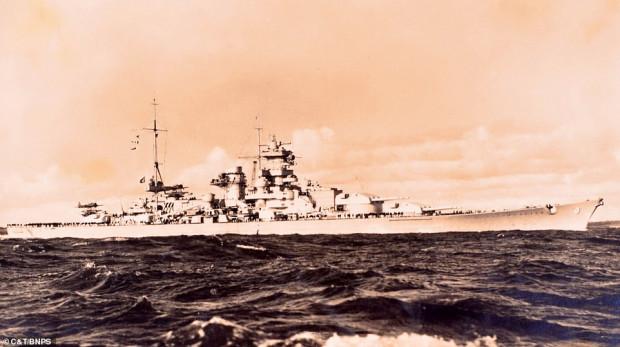 Niemiecki okręt Scharnhorst. Opisany w artykule Daily Mail album należał do nieznanego z nazwiska członka jego załogi. Okręt został zatopiony przez Brytyjczyków u wybrzeży Norwegii 26 grudnia 1943 roku.