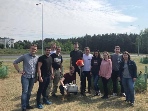 Część zespołu pracującego nad projektem ANTARES podczas jednej z pierwszych misji.