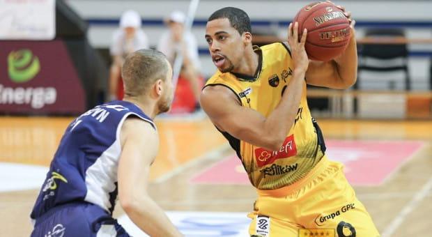 Toney McCray (z piłką) zdążył zagrać dla Trefla w zaledwie trzech spotkaniach. Koszykarz opuszcza Sopot ze względu na sprawy rodzinne.
