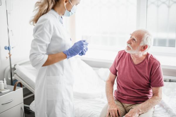 Osoby dorosłe po 65 roku życia są szczególnie narażone na ciężki przebieg infekcji pneumokokowych.